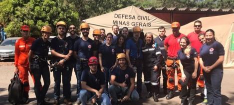 Residentes participam de simulação em emergência