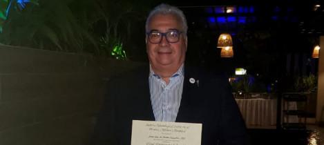 Presidente da Somiti recebe homenagem pela carreira no campo do neurotrauma